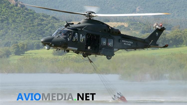 Elicottero Aeronautica Militare per antincendio