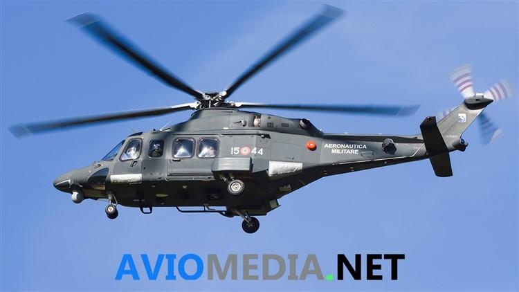 Un elicottero dell'Aeronautica Militare recupera una donna dispersa in Molise